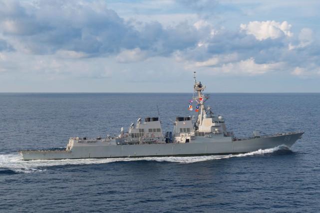 Des unités navales et aériennes de l'armée chinoise... (PHOTO ARCHIVES U.S. NAVY/REUTERS)