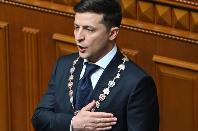 Investi président de l'Ukraine, Zelensky convoque des législatives anticipées