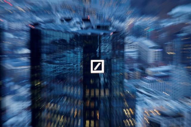 Le siège social de Deutsche Bank, à Francfort.... (PHOTO KAI PFAFFENBACH, ARCHIVES REUTERS)