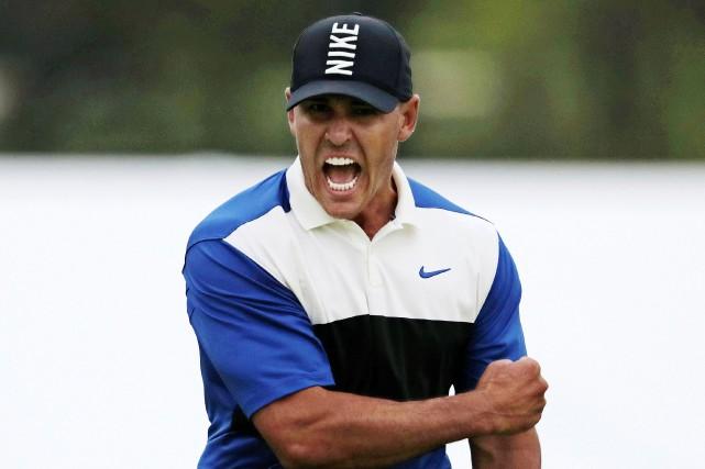 Brooks Koepka est devenu dimanche le seul golfeur... (PHOTO CHARLES KRUPA, ASSOCIATED PRESS)