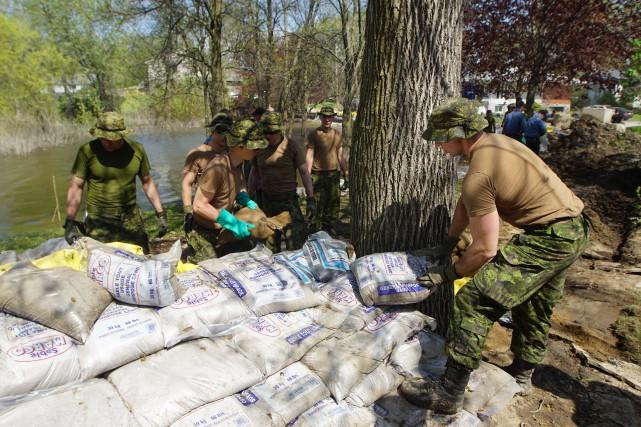 L'armée quitte les zones inondées avant de revenir