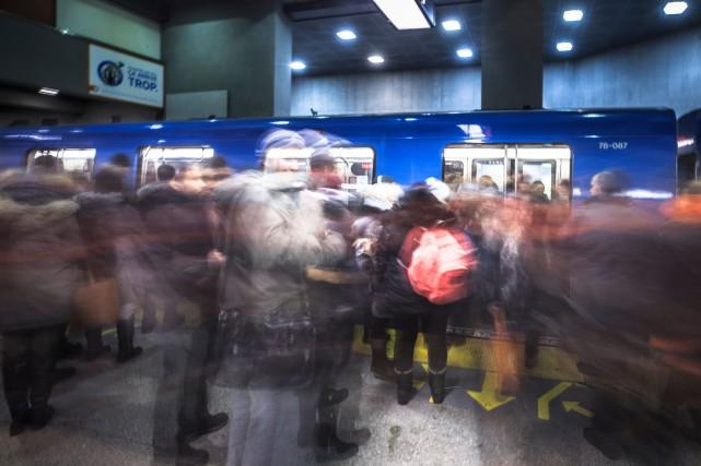 Le ministre des Transports dans le métro avec Valérie Plante mardi