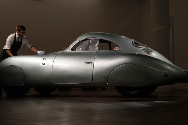 La Porsche Type 64, unique survivante de trois... (PHOTO ALASTAIR GRANT, AP)