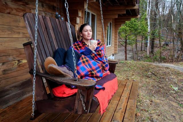 Annick Bernatchez a loué sa «cabane au Canada»dans... (PHOTO ALAIN ROBERGE, LA PRESSE)