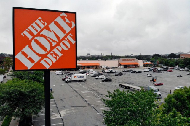 Malgré quelques vents contraires, Home Depot continue d'attirer... (PHOTOTED SHAFFREY, ARCHIVES ASSOCIATED PRESS)