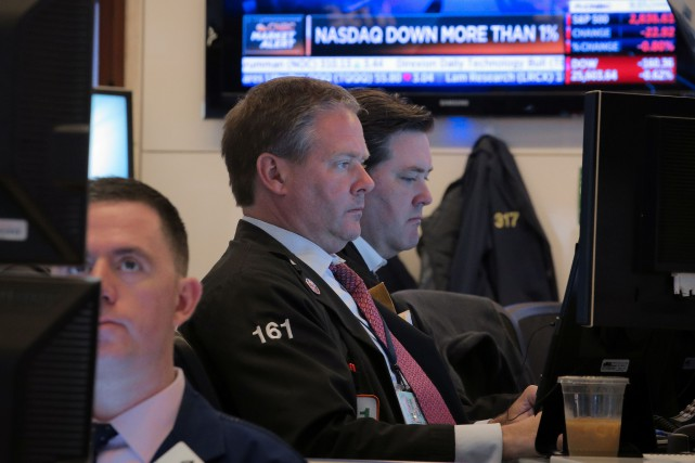 Le Dow Jones lâchait 0,25 % et le NASDAQ... (PHOTO BRENDAN MCDERMID, REUTERS)