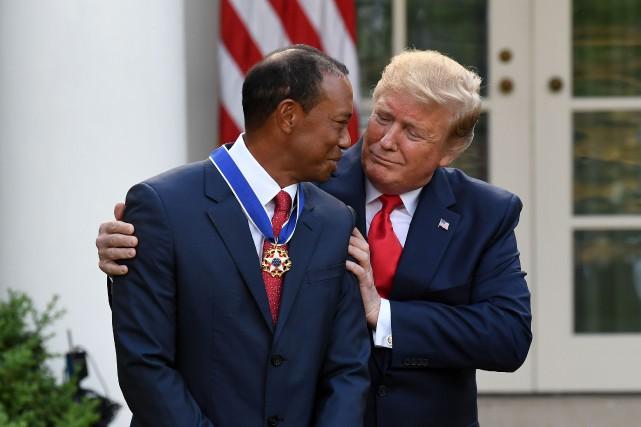 Tiger Woods a reçu la Médaille présidentielle de... (Photo Saul Loeb, archives AFP)
