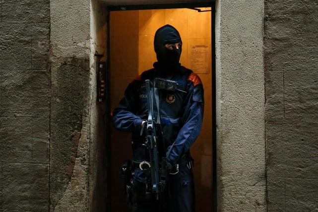 Un membre de la Garde civile en patrouille... (PHOTO AFP)