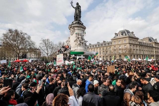 Le 31mars, lors d'une manifestation à Paris contre... (PHOTO AFP)