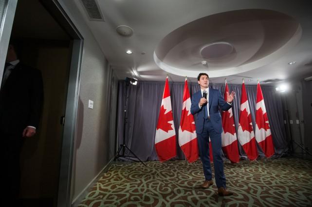 Justin Trudeau interpellé par un manifestant autochtone lors d'une activité de financement
