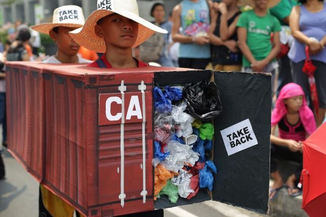 Les conteneurs sont ceux qui restent des 103... (PHOTO AARON FAVILA, ARCHIVES ASSOCIATED PRESS)