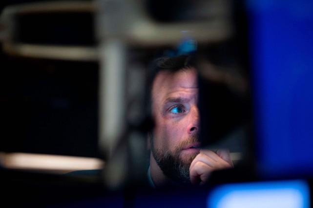 Indices boursiers en berne, chute du pétrole, valeurs refuges en forte hausse:... (PHOTO JOHANNES EISELE, AGENCE FRANCE-PRESSE)