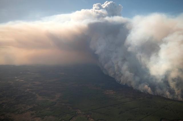 Les responsables provinciaux des incendies de forêt ont... (PHOTO HANDOUT)