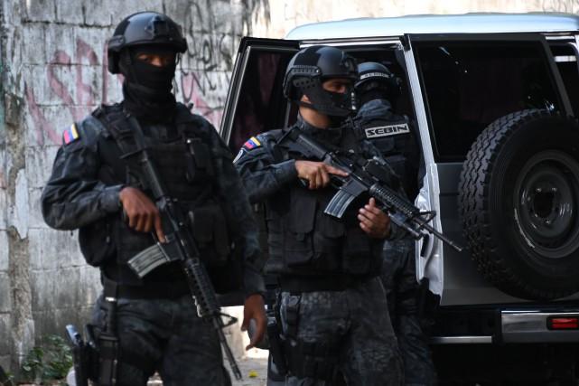 Des membres des forces spéciales vénézuéliennes.... (PHOTO ARCHIVES AFP)