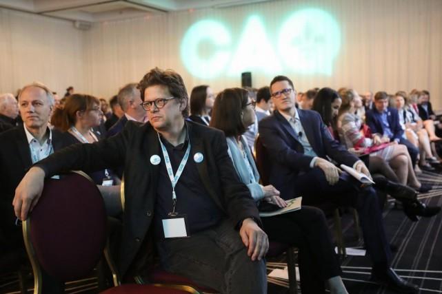 Dominic Champagne (à gauche) était au Conseil général... (PHOTO ROBERT SKINNER, LA PRESSE)