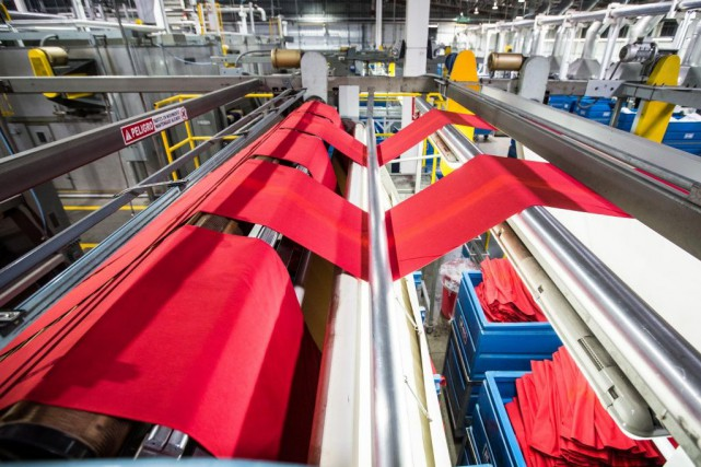Le fabricant montréalais de t-shirts Gildan perd des... (PHOTO OLIVIER PONTBRIAND, ARCHIVES LA PRESSE)