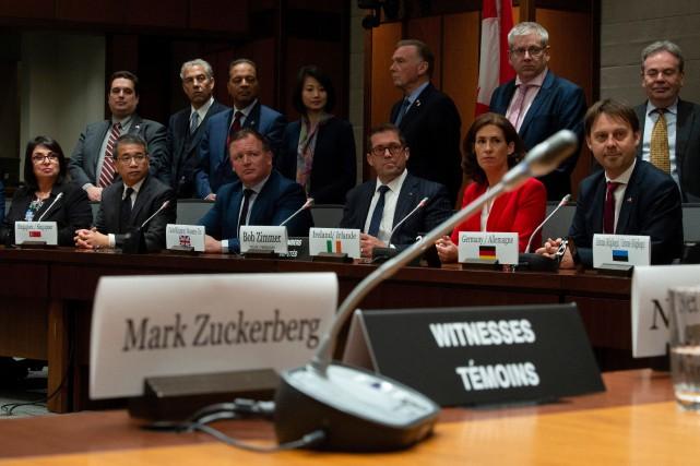 Le patron de Facebook Mark Zuckerberg était absent... (PHOTO ADRIAN WYLD, LA PRESSE CANADIENNE)