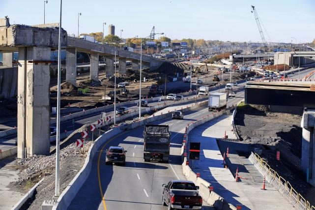 Les entraves à la circulation dans le secteur... (PHOTO ALAIN ROBERGE, ARCHIVES LA PRESSE)