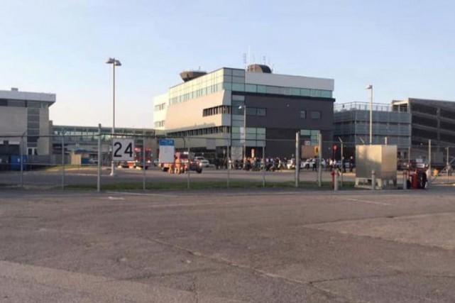 L'aéroport international Jean-Lesage de Québec.... (PHOTO TIRÉE DE LA PAGE FACEBOOK DE MARTIN DAUPHINAIS)