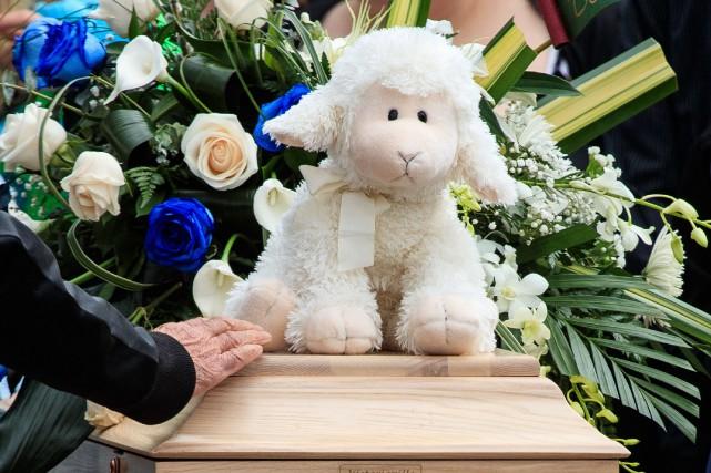 Des centaines de personnes avaient assisté aux funérailles... (PHOTO HUGO-SÉBASTIEN AUBERT, LA PRESSE)