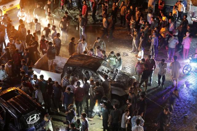 Quatre enfants figurent parmi les morts, dans cette... (PHOTO KHALIL ASHAWI, REUTERS)