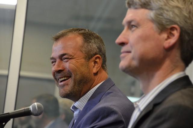 Le nouvel entraîneur-chef des Flyers de Philadelphie, Alain... (PHOTO ZACK HILL, FOURNIE PAR LES FLYERS DE PHILADELPHIE)