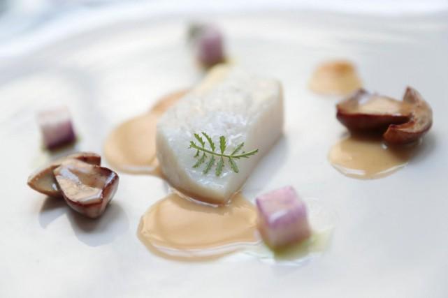 Le restaurant Pastel prépare un menu sous le... (PHOTO MARTIN CHAMBERLAND, LA PRESSE)