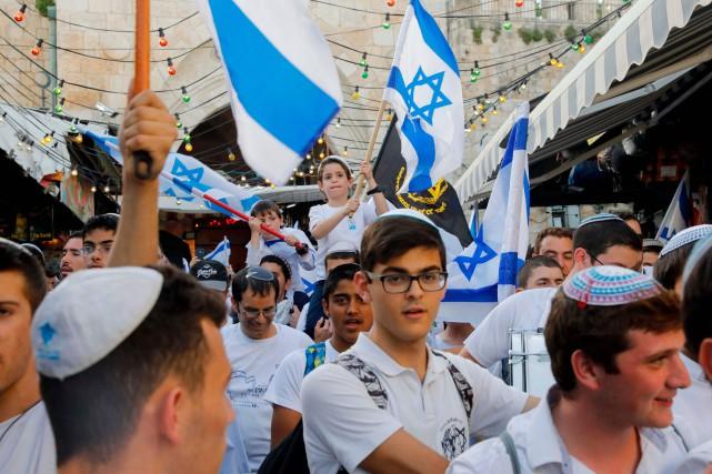 De jeunes juifs orthodoxes israéliens ont célébré dimanche... (PHOTO AFP)