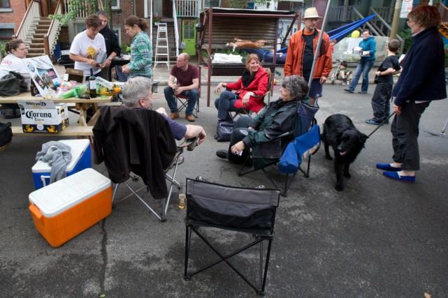 La Fête des voisins permet de favoriser les... (PHOTO ROBERT SKINNER, ARCHIVES LA PRESSE)