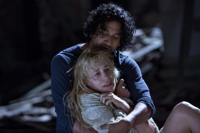 Daryl Hannah et Naveen Andrews dans la sérieSense8... (PHOTO FOURNIE PAR NETFLIX)