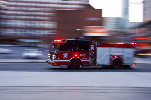 Au total, une quarantaine de pompiers ont été... (PHOTO OLIVIER JEAN, ARCHIVES LA PRESSE)