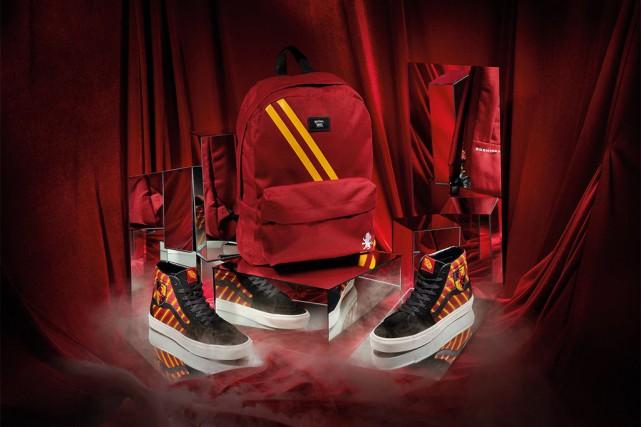 Sac à dos et chaussures aux couleurs deGryffondor... (PHOTO FOURNIE PAR VANS)