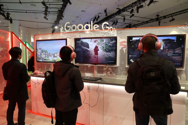 Des amateurs de jeux vidéo testent la plateforme... (PHOTO JUSTIN SULLIVAN, ARCHIVES GETTY VIA AGENCE FRANCE-PRESSE)