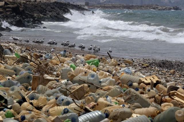 Ottawa a annoncé son intention d'interdire le plastique... (PHOTO JOSEPH EID, ARCHIVES AGENCE FRANCE-PRESSE)