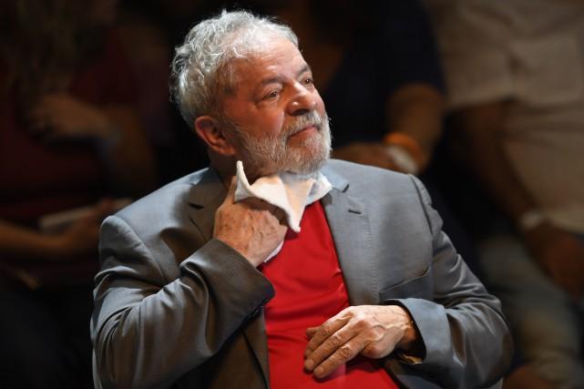 Lula purge depuis avril2018 une peine de huit... (PHOTO AFP)