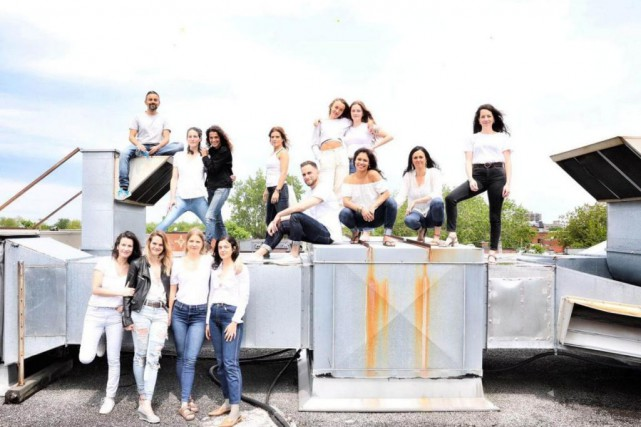 L'équipe de Modo Yoga Montréal célèbre le 15eanniversaire... (PHOTO BOBBY SALINAS, TIRÉE DE LA PAGE FACEBOOK DEMODO YOGA MONTRÉAL)