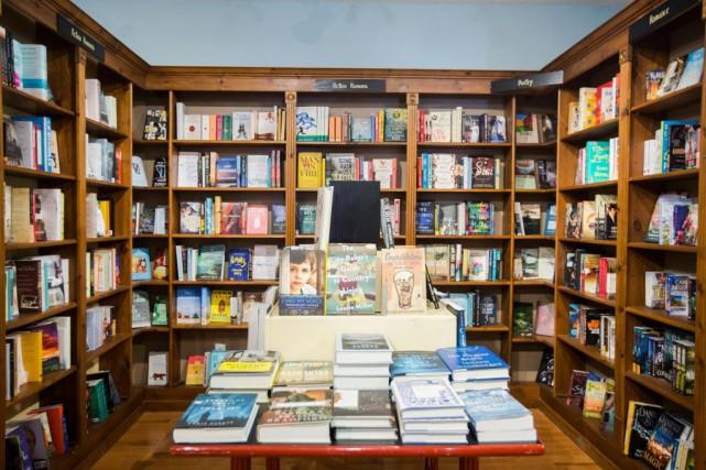 Les auteurs populaires vendent... mais se font bouder... (PHOTO OLIVIER PONTBRIAND, ARCHIVES LA PRESSE)