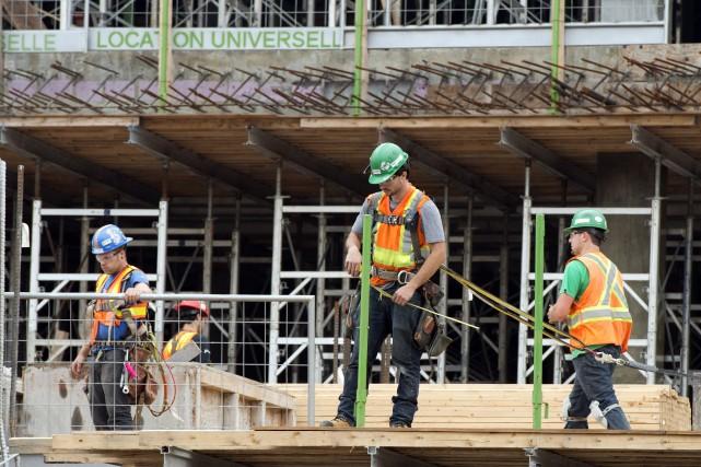 Le Québec a continué de vivre la pénurie... (PHOTO RYAN REMIORZ, LA PRESSE CANADIENNE)