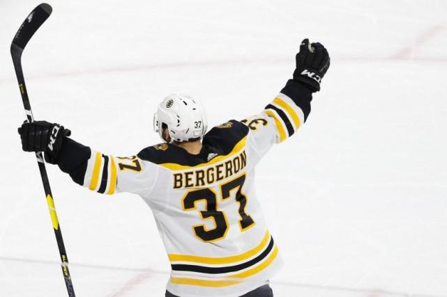 Patrice Bergeron, des Bruins de Boston... (PHOTO GEOFF BURKE, ARCHIVES USA TODAY SPORTS)