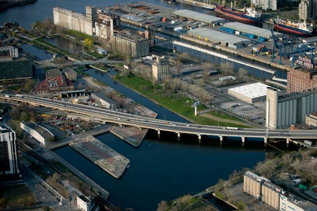 Le secteur Bridge-Bonaventure fait présentement l'objet d'une consultation... (PHOTO MARTIN TREMBLAY, ARCHIVES LA PRESSE)
