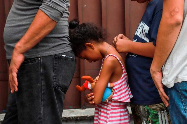 Menacé de se voir imposer des droits de... (PHOTO AFP)