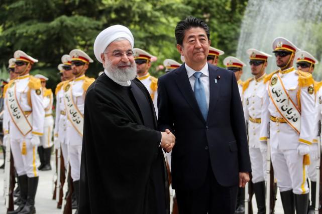 Shinzo Abe a été reçu avec les honneurs... (PHOTO REUTERS)