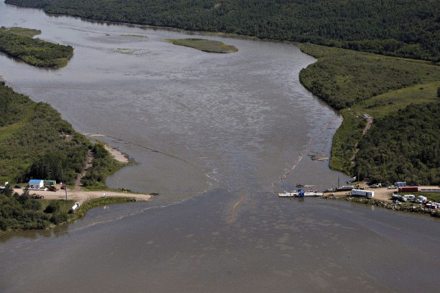 Environ 40% des 225000litres de pétrole lourd dilué... (PHOTO JASON FRANSON, ARCHIVES LA PRESSE CANADIENNE)
