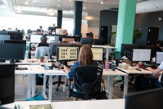 Les bureaux d'Altitude Sports regroupent une centaine d'employés,... (PHOTO MARTIN CHAMBERLAND, LA PRESSE)