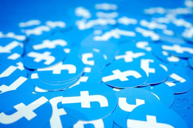 Critiqué pour sa gestion des données personnelles de ses usagers, Facebook a... (PHOTO TONY AVELAR, ARCHIVES ASSOCIATED PRESS)