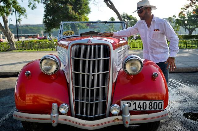 Esteban Estrada et sa Ford1934.... (PHOTO YAMIL LAGE, AGENCE FRANCE-PRESSE)
