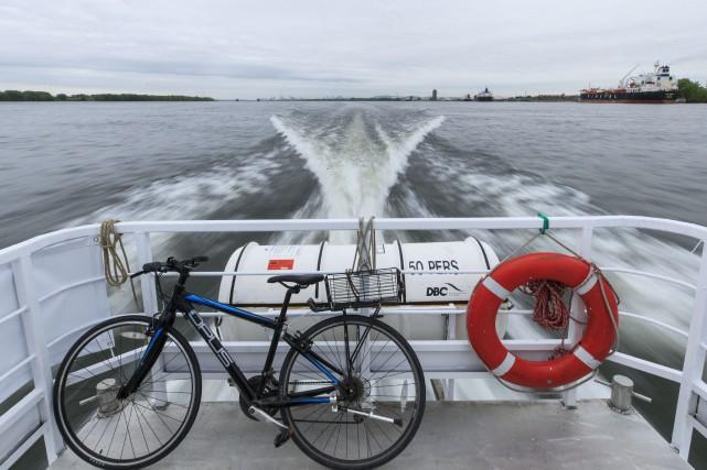 Fleuve à vélo s'ajoute au service de navette... (PHOTO HUGO-SÉBASTIEN AUBERT, ARCHIVES LA PRESSE)