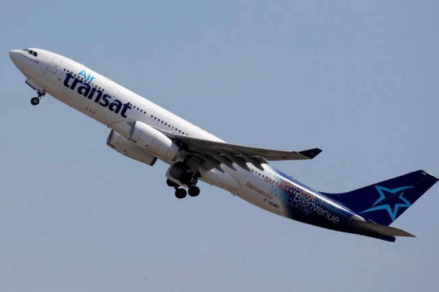 Un avion d'Air Transat... (PHOTOREGIS DUVIGNAU, REUTERS)