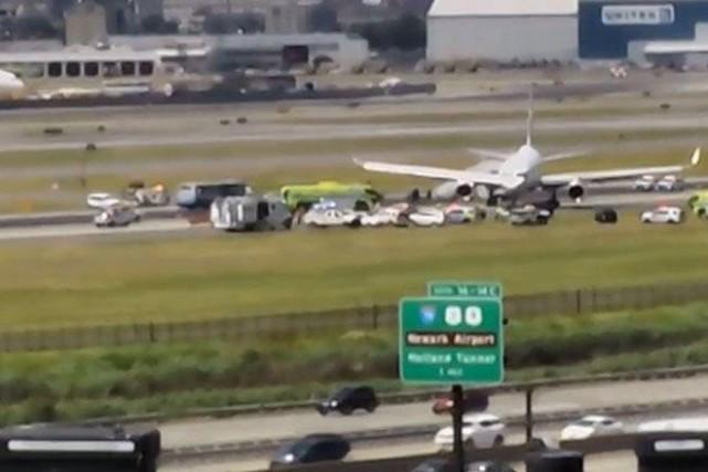 L'aéroport de Newark, l'un des trois desservant New York, a été fermé pendant... (PHOTO TIRÉE DE TWITTER)