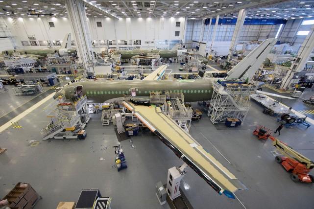 Une ligne d'assemblage final du AirbusA220 à l'usine... (PHOTO ROBERT SKINNER, ARCHIVES LA PRESSE)